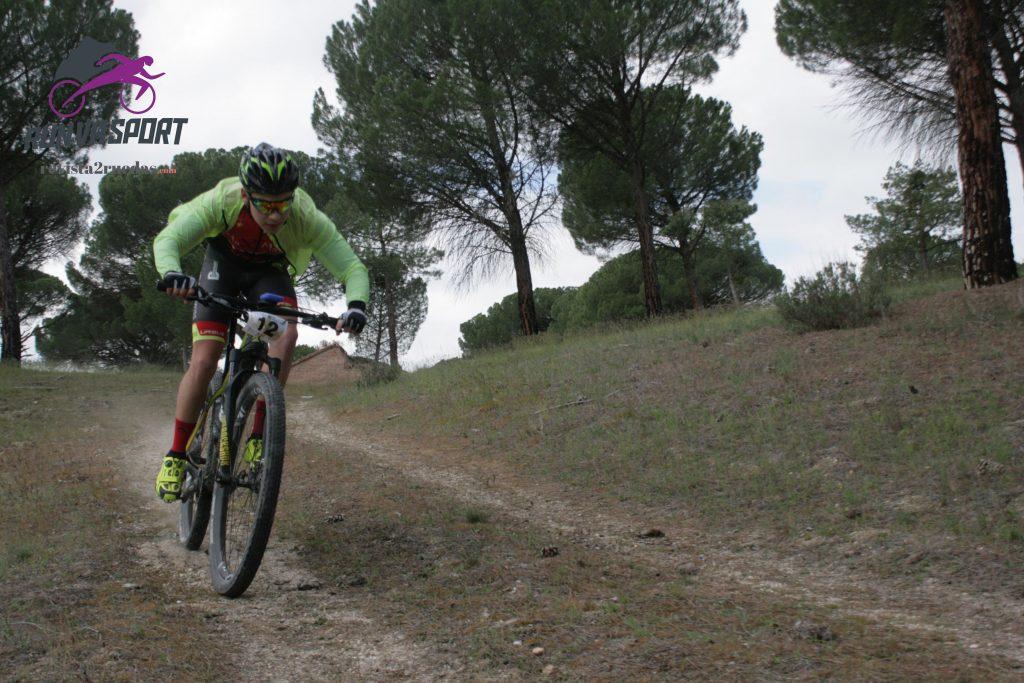 La m quina del tiempo marcha a pedales en ataquines 2ruedas for Caseta guarda bicicletas
